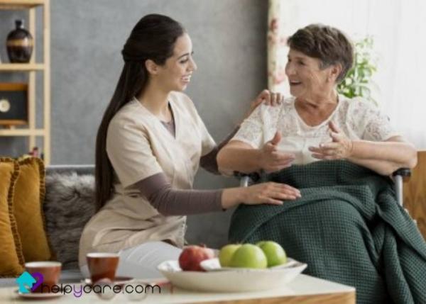 Ayudar en las tareas diarias a una persona mayor con parálisis cerebral
